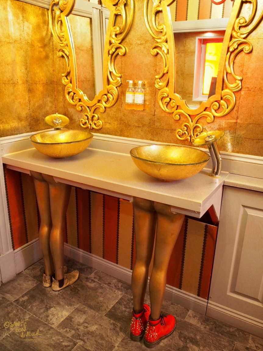 Gold Legs, Bathroom, Hotel Pelirocco, Brighton, 2017